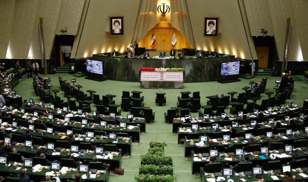 ابنة رفسنجاني: النظام الإيراني ينهار من الداخل
