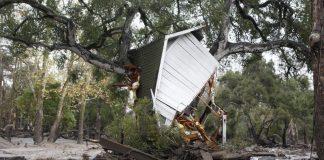 بالفيديو.. قتلى ومفقودون ودمار في فيضانات كاليفورنيا