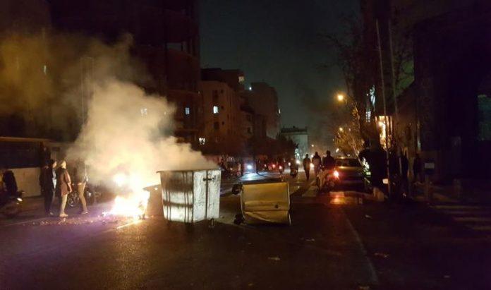 انتشار أمني واسع بإيران لمواجهة الاحتجاجات