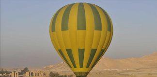 مصرع سائحة وإصابة 12 آخرين في سقوط منطاد جنوبي مصر