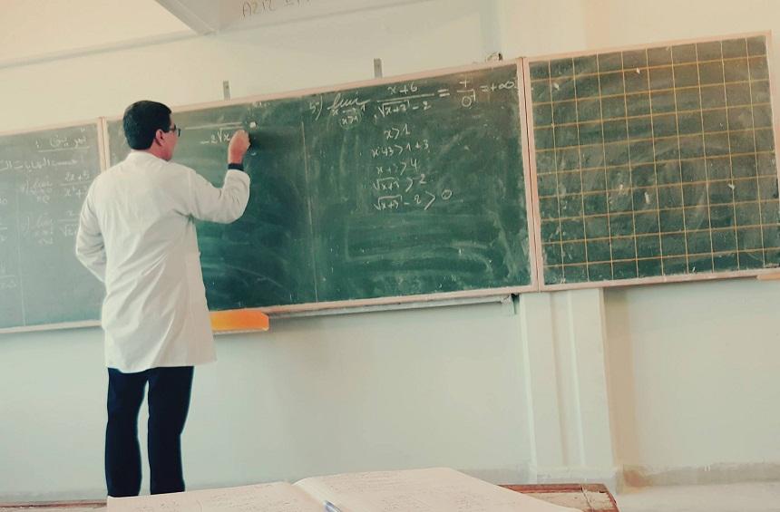 """#فرنسة_التعليم_خيانة.. وسم حملة لرفض قانون """"فرنسة التعليم"""" المغربي (القانون الإطار 51.17)"""
