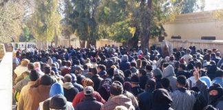 """احتجاجات غاضبة لساكنة أوطاط الحاج بعد وفاة صاحب """"كروصة"""" ووزارة الصحة تنفي مسؤوليتها"""