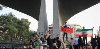 نائب روحاني يدعو إلى تحقيق مطالب الشعب الإيراني
