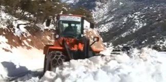 التساقطات الثلجية نواحي بني ملال.. جمال طبيعي يشكل معاناة لمستعملي الطريق
