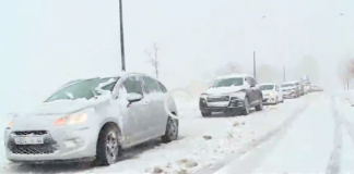 فيديو.. تأثير التساقطات الثلجية على حركة السير بإفران