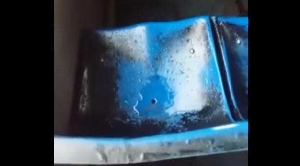 فيديو.. تسرب مياه الأمطار إلى ركاب حافلة نقل