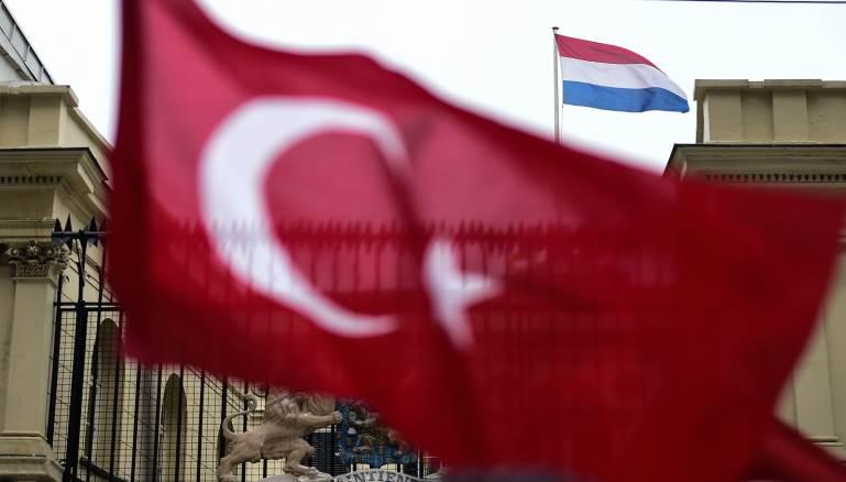 تركيا.. ترحيل صحفية هولندية لعلاقتها بمنظمة إرهابية