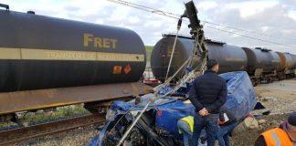 بالصور.. مقتل ستة نساء وإصابة 14 في اصطدام قطار لنقل البضائع وسيارة لنقل المستخدمين بطنجة