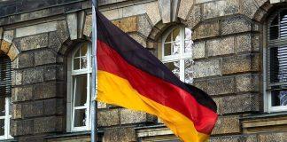 وزير الداخلية الألماني يواصل الضغط على ميركل لرفض اللاجئين