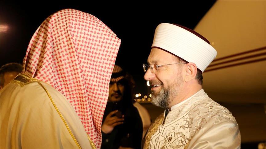 رئيس الشؤون الدينية التركي لمفتي السعودية: علينا أن نكون يقظين لمحاولات زرع الفتنة بيننا