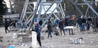 فيديو.. فرنسا: جرحى في صدامات عنيفة بين مهاجرين في مخيم كاليه