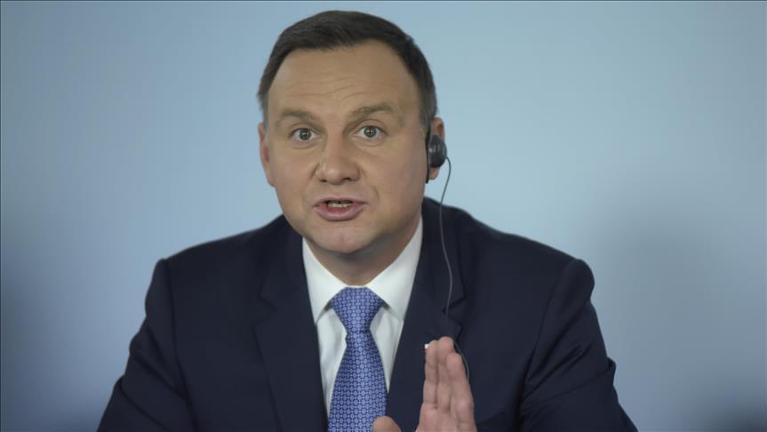 """رئيس بولندا يعتزم توقيع قانون """"الهولوكست"""" رغم معارضة صهيونية وأمريكية"""