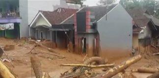 فيديو.. فيضانات وانهيارات أرضية بجاوة باندونيسيا أدت إلى خسائر بشرية ومادية