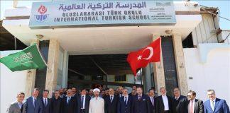 رئيس الشؤون الدينية التركي يزور مدرسة لبلاده في الرياض