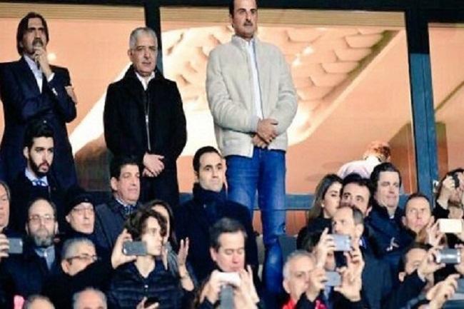 الباكوري يظهر في صورة إلى جانب أمير قطر ووالده يتابعون مقابلة كروية بباريس