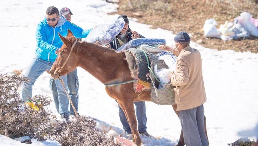 هكذا تم فك العزلة عن أكثر من 160 أسرة من سكان دوار أيت رحو ودواوير مجاورة بإقليم ايتزر - مؤسسة عطاء الخيرية