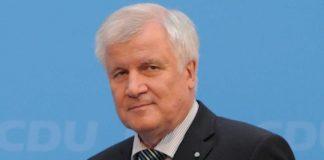 وزير الداخلية الألماني غاضب من تصريحات ميركل عن الإسلام