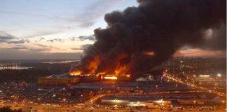 روسيا.. مصرع امرأة و3 أطفال في حريق ضخم بمركز تجاري