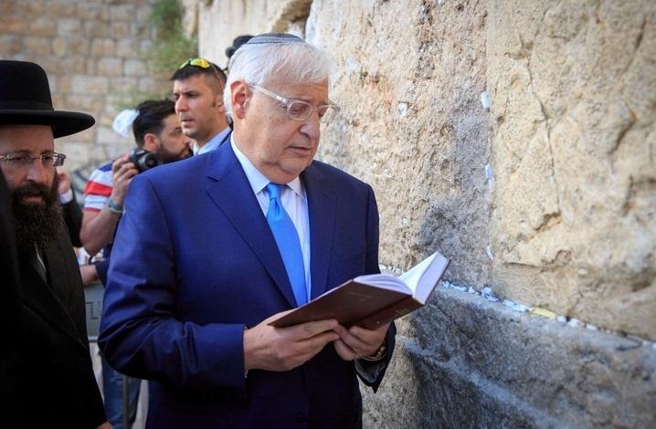 السفير الأمريكي في إسرائيل يشارك في طقوس يهودية توراتية في المسجد الأقصى