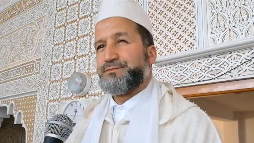 """فيديو.. """"يمحق الله الربا ويربي الصدقات"""" - د. عبد الرحمن بوكيلي"""