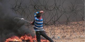 بالفيديو.. مئات الفلسطينيين يقتحمون السياج الفاصل مع إسرائيل شرق مدينة غزة