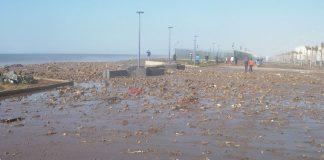 بالصور.. مد بحري جديد، يملأ أجزاء من كورنيش سيدي موسى بسلا بالأتربة والحجارة
