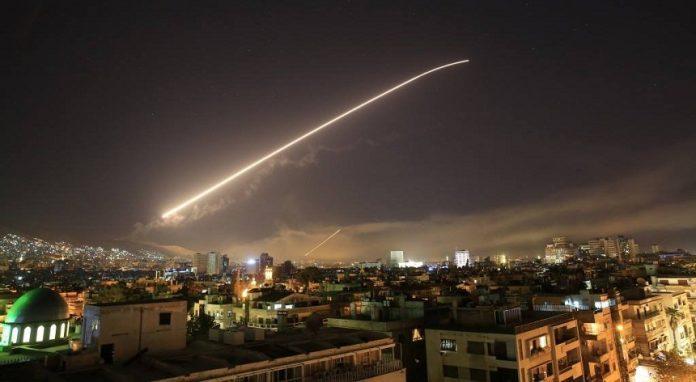 الضربة الثلاثية بسوريا .. تأييد غربي وتباين عربي ورفض روسي إيراني (محصلة)