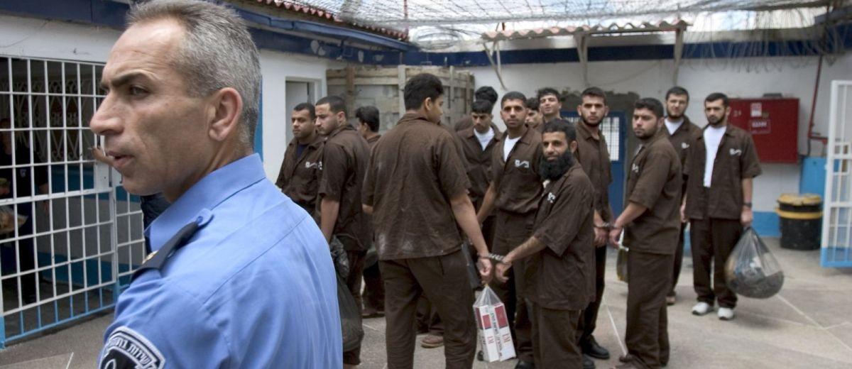 فلسطينيون يُضربون عن الطعام في سجون إسرائيل