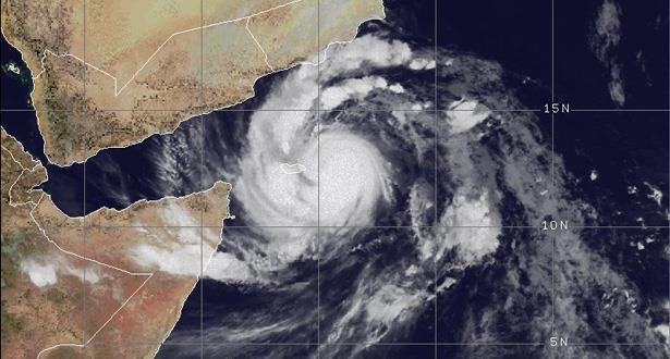 """مساعدات يمنية وسعودية عاجلة لسقطرى غداة إعصار """"مكونو"""""""
