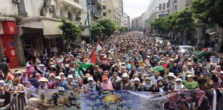 """آلاف المغاربة يتظاهرون في """"الدار البيضاء"""" دعما لمسيرات """"العودة"""" واستنكارا على نقل السفارة الأمريكية للقدس"""