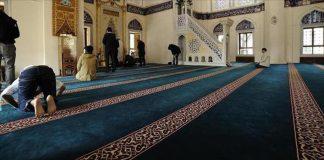 مساجد إسطنبول تستقبل المعتكفين شبانا وشيبا