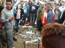 (فيديو) ساكنة بني حسان القروية التابعة لتطوان تقاطع السمك وتطلب من التجار المغادرة