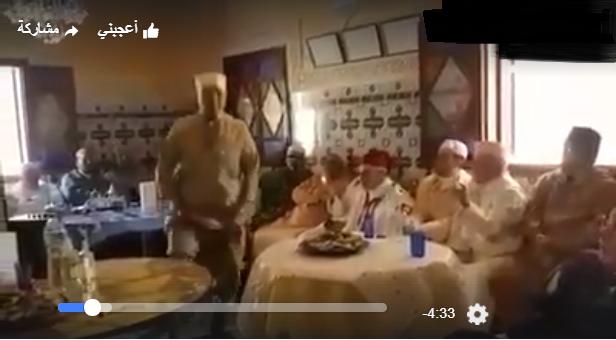 رقص أثناء قراءة غريبة للقرآن تستفز فيسبوكيين.. هل هذا هو الإسلام المغربي؟