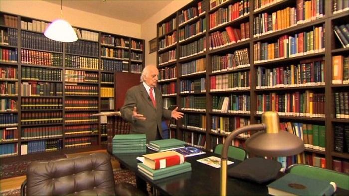 """وفاة المؤرخ التركي الشهير """"فؤاد سزكين"""" رائد تاريخ العلوم العربية والإسلامية"""