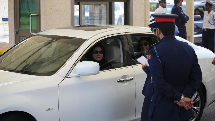 """سعوديات يبدأن سائقات في """"أوبر"""" و""""كريم"""""""