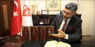 وقف الديانة التركي يوزع نسخا من معاني القرآن بـ 12 لغة