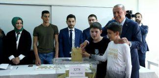 """أردوغان: نسبة المشاركة الشعبية في الانتخابات """"جيدة"""""""