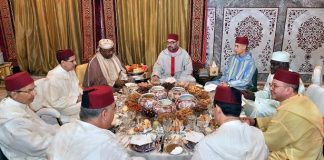 الملك محمد السادس يقيم مأدبة إفطار على شرف رئيس مفوضية الاتحاد الإفريقي