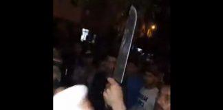 فيديو.. لحظة تدخل الأمن وتفريق شجار خطير بين عصابتين مسلحتين بالقنيطرة