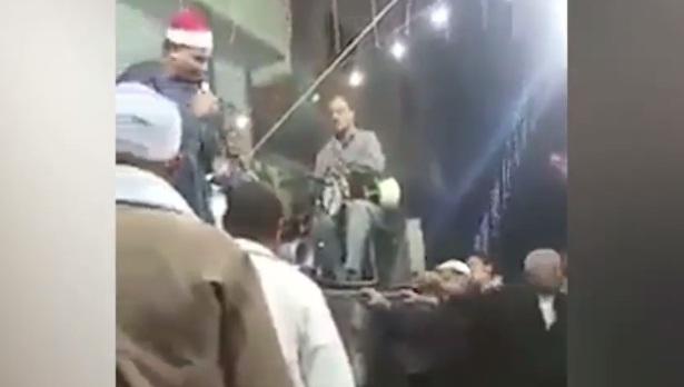 فيديو فضيحة.. سورة الفاتحة على أنغام الموسيقى بحفل شعبي في مصر!