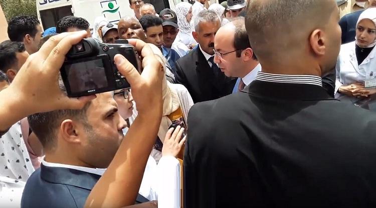 فيديو.. وزير الصحة يرفض الإجابة عن سؤال مصير أشغال المستشفى الإقليمي بتنغير