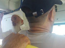 شيخ بطنجة.. يصعد للحافلات ويعظ الركاب