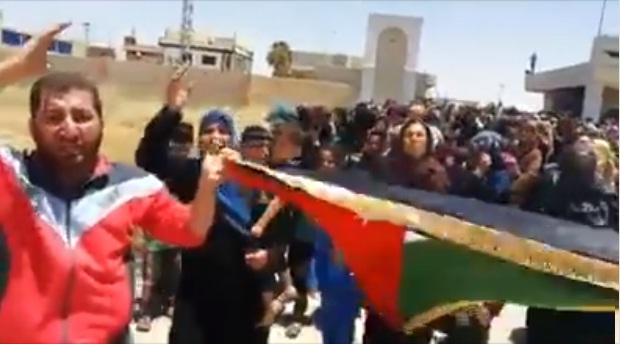 فيديو.. حرائر درعا يستجدين ملك الأردن ليسمح لهن بالنزوح إلى أراضي بلده