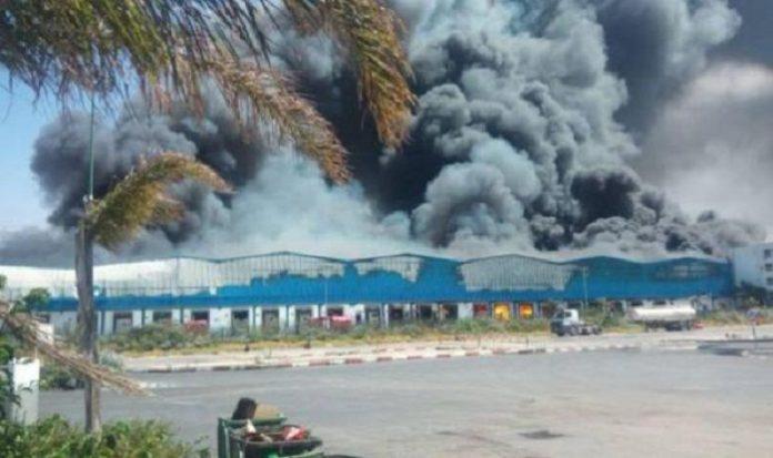 حريق مهول يأتي على مستودع لشركة