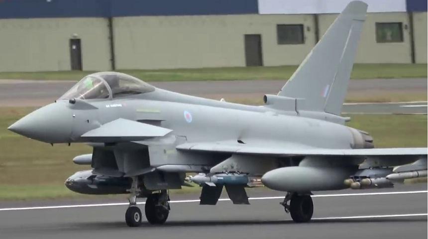 """الجيش الإسباني يحلق بمقاتلات """"أوروفايتر"""" فوق سماء المغرب"""