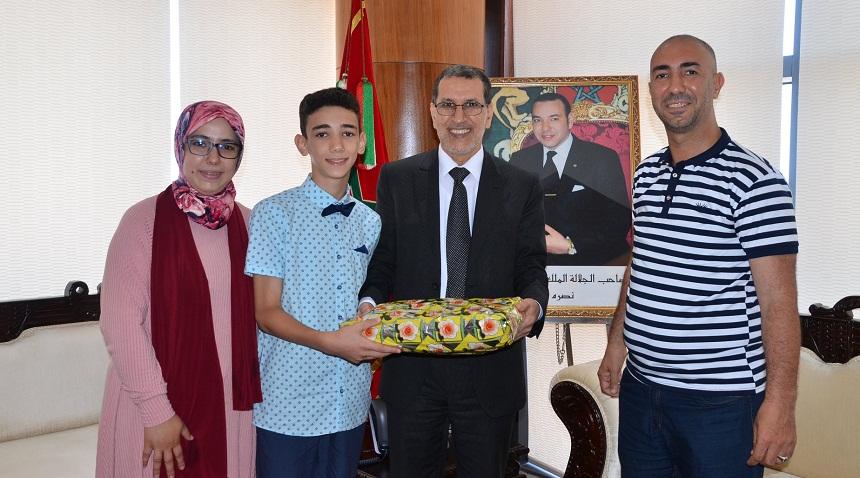 بالصور.. العثماني يستقبل التلميذ الذي حصل على معدل 10/10 في الامتحان الموحد الإقليمي لمستوى السادس الابتدائي