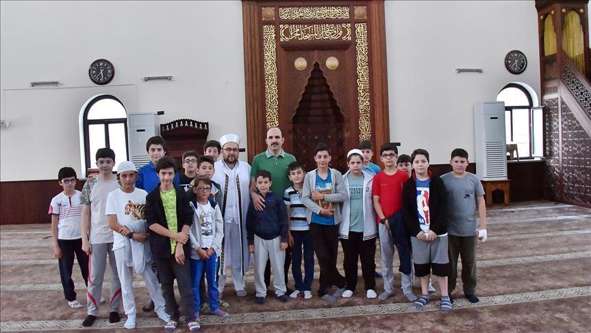 """61 ألف طفل في ولاية قونية التركية.. """"هلموا بفرح إلى المسجد"""""""