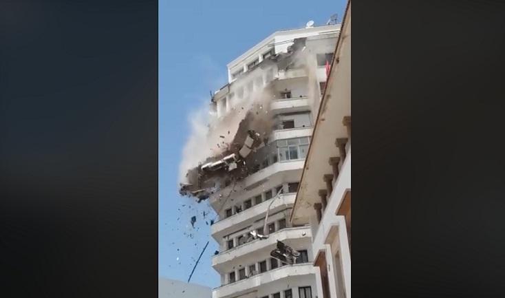 فيديو.. لحظة انهيار جزء من واجهة إقامة سكنية بالدار البيضاء