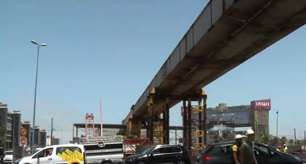 """الدار البيضاء.. الجسر المعلق للملتقى الطرقي """"سيدي معروف"""" سيدخل حيز الخدمة متم السنة الجارية"""