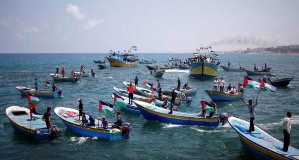 إصابة 3 فلسطينيين برصاص البحرية الصهيونية قبالة شواطئ غزة
